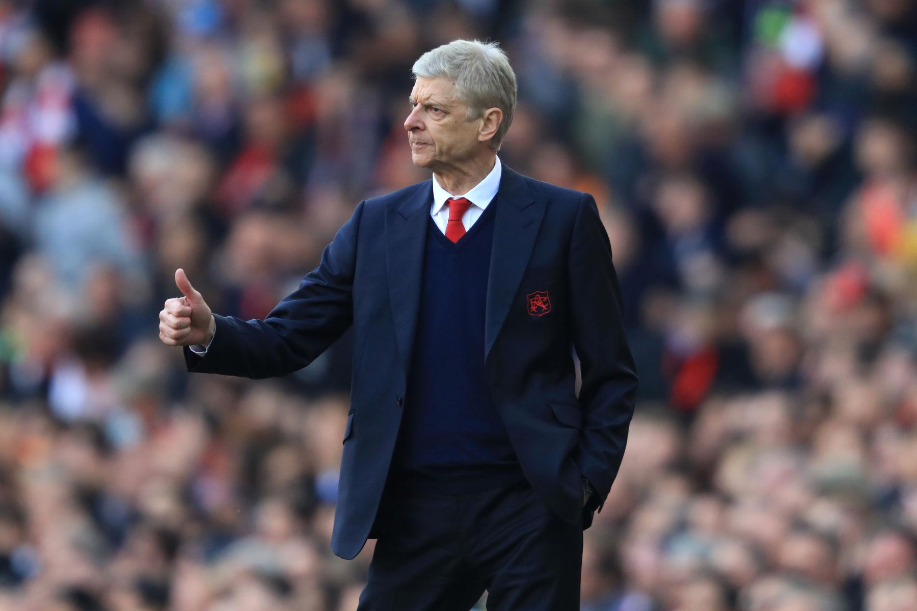 Arsène Wenger ให้คำแนะนำ  เปแอสเช ที่จะไม่ไล่ตาม Lionel Messi;  ต้องการให้พวกเขาใช้เงินเพื่อรักษาซูเปอร์สตาร์สองคนไว้