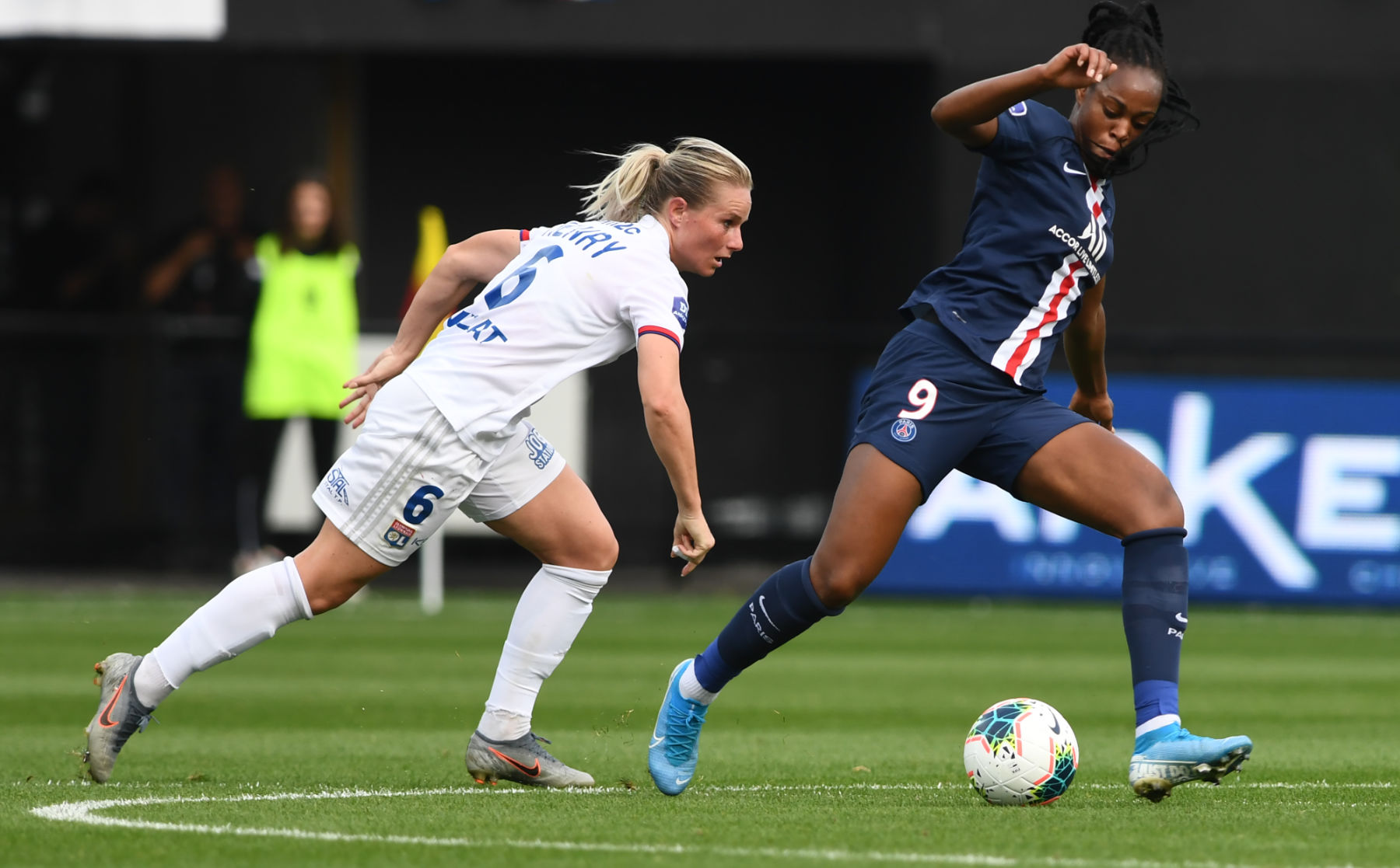 Paris Saint-Germain 4-2 Lyon: Fernando Marcal scores ...  |Psg- Lyon