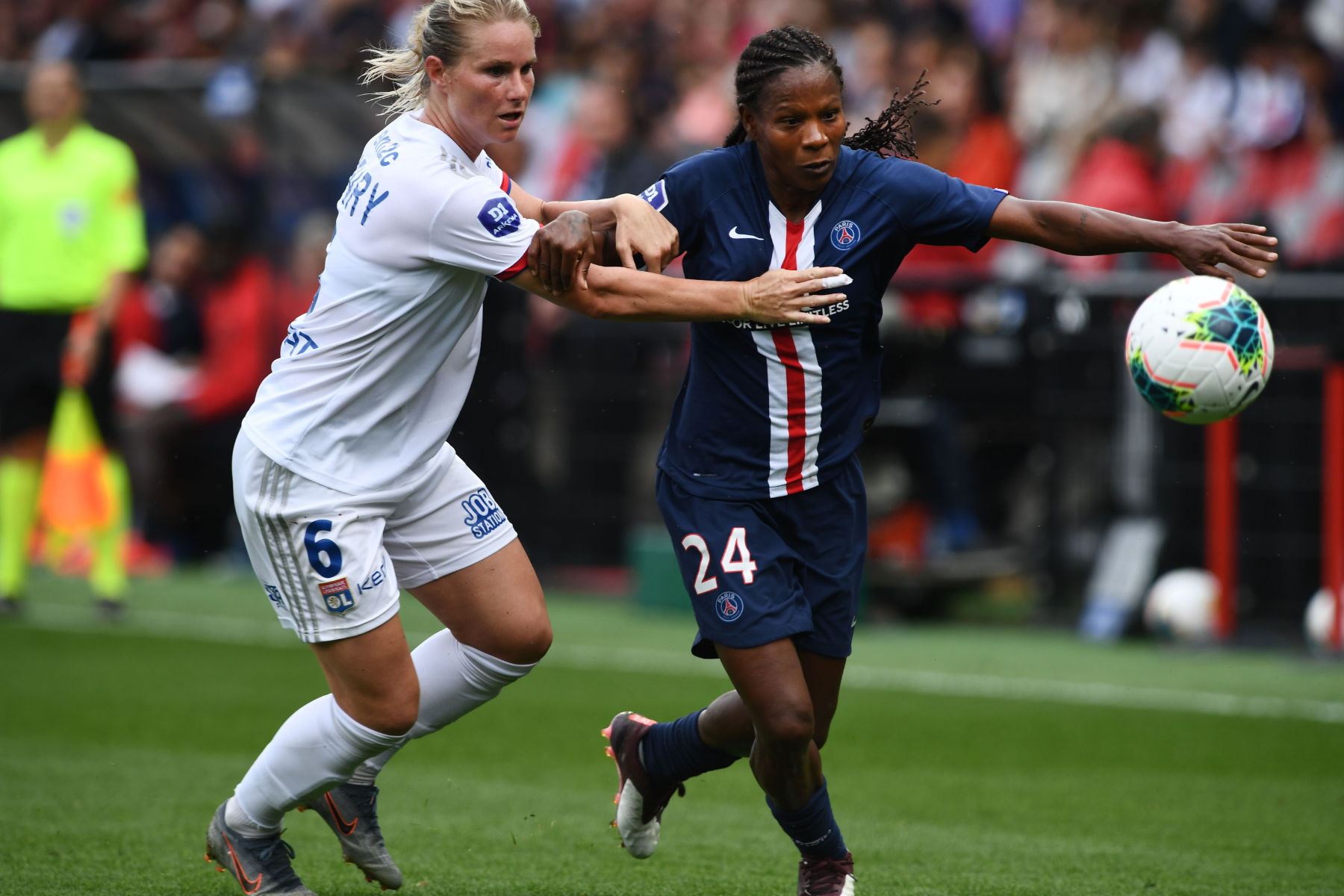 Psg And Lyon Women Break Attendance Record Psg Talk