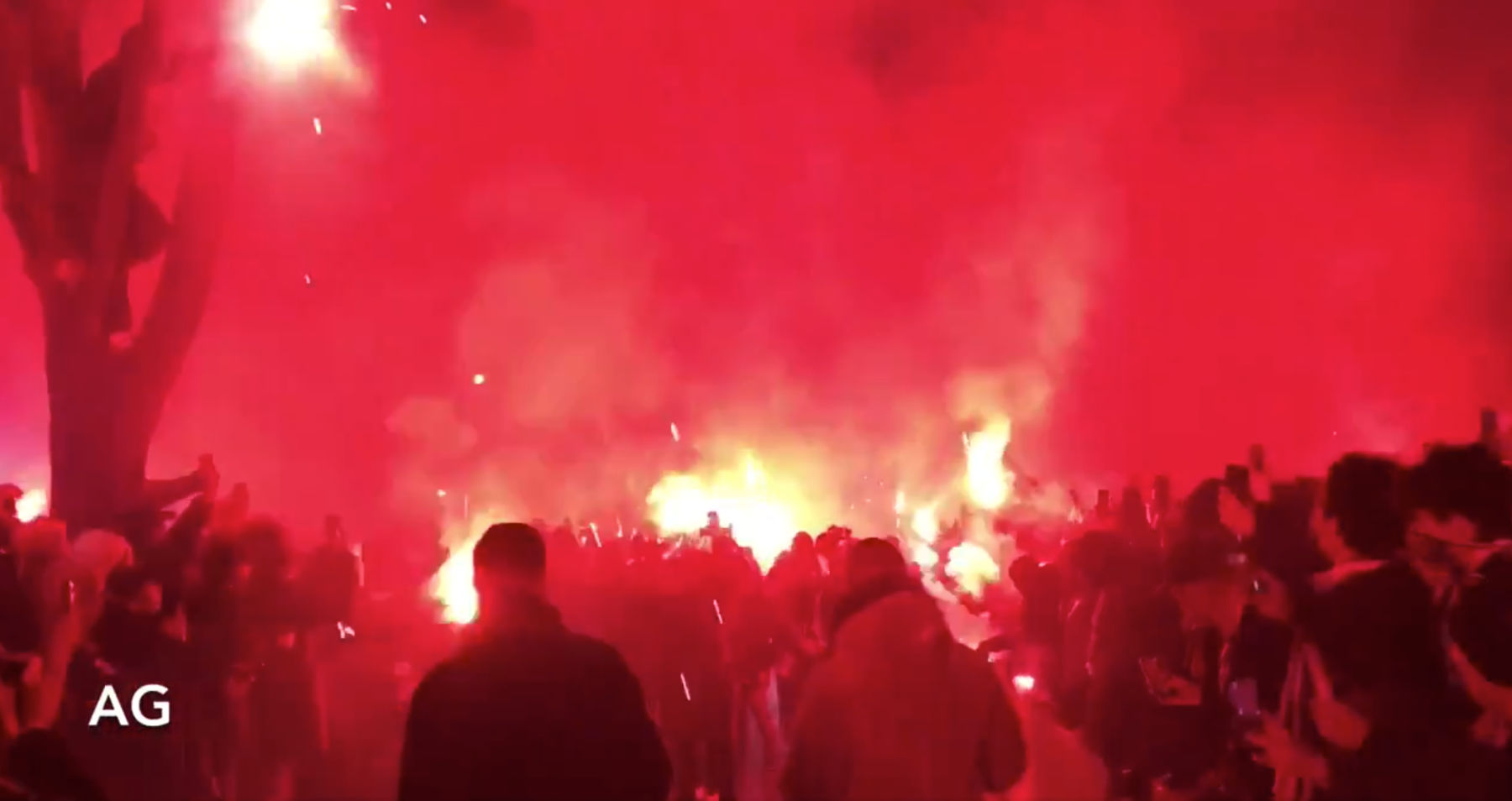 Video If You Think Psg Fans Don T Exist Watch Them Welcome The Team To The Stadium Amid Coronavirus Ban Psg Talk