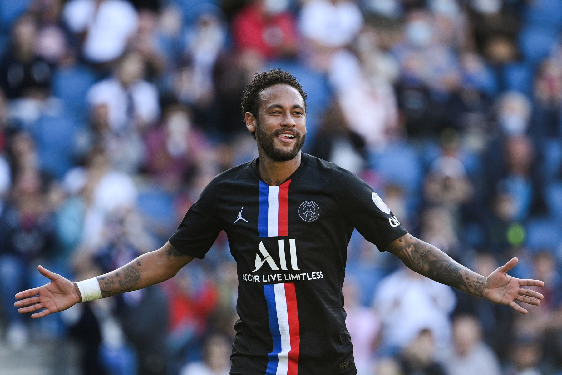 Neymar Arrives at the Parc des Princes With a Shocking New ...