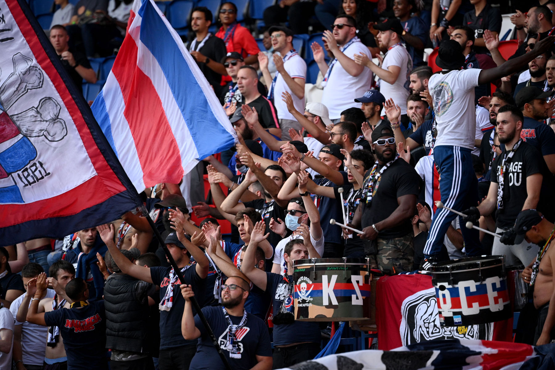 Psg Supporters Criticized For Not Adhering To Mask And Social Distancing Rules Psg Talk