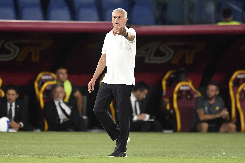 โชเซ่ มูรินโญ่ พูดติดตลกว่า เมาริซิโอ โปเช็ตติโน่ เป็นผู้จัดการทีมคนเดียวที่มีความสุขกับทีมของเขา